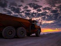 在日落的卡车 库存图片