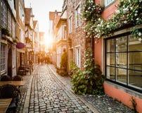 在日落的历史的Schnoorviertel在布里曼,德国 免版税图库摄影