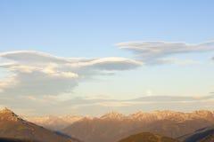 在日落的双突透镜的云彩 免版税库存图片