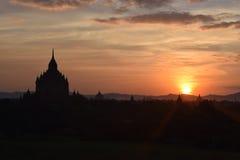 在日落的古老Bagan寺庙,曼德勒,缅甸 库存照片