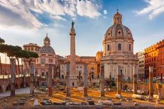 在日落的古老Trajan论坛,罗马,意大利 库存图片