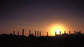 在日落的古色古香的希腊 免版税库存图片