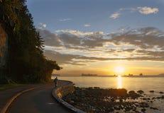 在日落的史丹利公园防波堤 库存照片