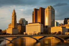 在日落的哥伦布俄亥俄地平线 图库摄影