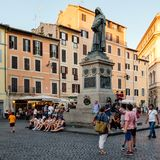 在日落的园地dei Fiori,一个历史的正方形在中央罗马 图库摄影
