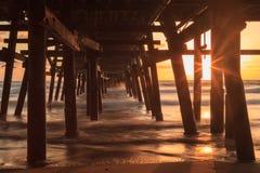 在日落的圣克莱芒特码头在秋天 库存照片