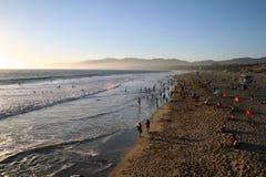 在日落的圣塔蒙尼卡海滩 免版税库存照片