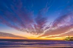 在日落的圣塔蒙尼卡海滩 免版税库存图片