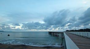在日落的圣西梅昂公开码头在加利福尼亚中央海岸  库存图片