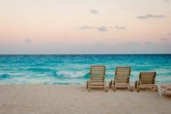 在日落的坎昆海滩 免版税图库摄影
