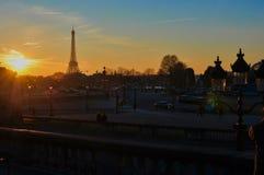 在日落的埃菲尔铁塔在冬天 库存图片