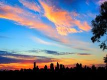 在日落的城市地平线 免版税库存照片