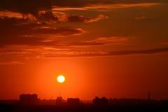 在日落的城市 免版税库存照片