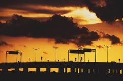 在日落的堤道 库存图片