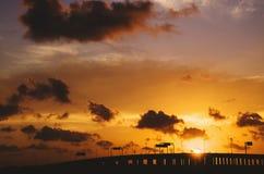 在日落的堤道 图库摄影
