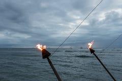 在日落的夏威夷火炬, Lahaina,毛伊 库存照片