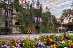 在日落的大别墅Montelena 库存照片