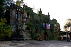在日落的大别墅Montelena 图库摄影