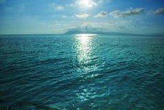 在日落的大反差海或海洋表面纹理 免版税图库摄影