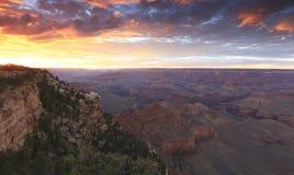 在日落的大峡谷 库存图片
