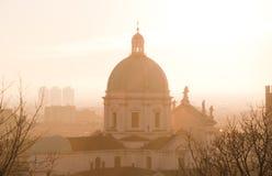 在日落的大教堂背后照明,布雷西亚,意大利 免版税库存图片