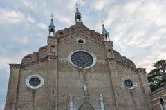 在日落的大教堂dei Frari在威尼斯,意大利 免版税图库摄影