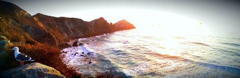 在日落的大瑟尔海岸线 库存照片