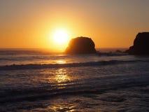 在日落的大瑟尔海滩 图库摄影