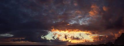 在日落的大西洋 免版税库存照片