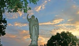 在日落的天使 免版税库存照片