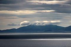 在日落的天空,斯凯岛,苏格兰小岛  免版税库存照片