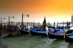 在日落的威尼斯长平底船 免版税库存图片