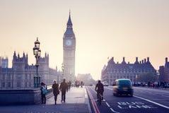 在日落的威斯敏斯特桥梁,伦敦,英国 免版税库存照片