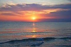 在日落的密执安湖 免版税库存照片