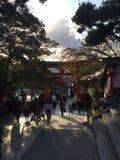 在日落的寺庙门 免版税库存图片