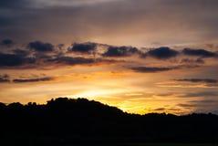 在日落的小山 免版税库存照片