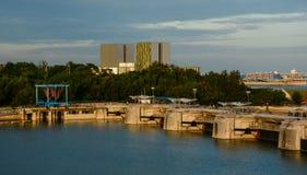在日落的小游艇船坞堰坝在新加坡 库存照片