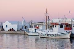 在日落的小船,希腊 库存照片
