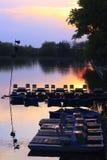在日落的小船驻地 图库摄影