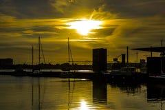 在日落的小船 免版税库存图片