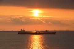 在日落的小船 库存图片
