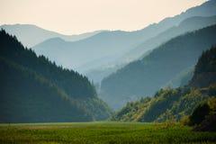 在日落的山土坎 图库摄影