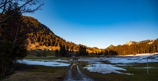 在日落的山横向 免版税库存照片