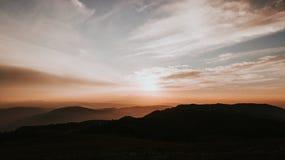 在日落的山脉 库存照片