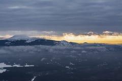 在日落的山风景在俄罗斯的国立公园 库存图片