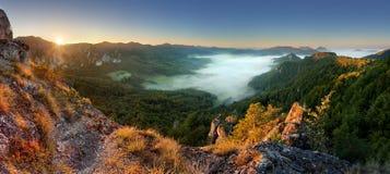 在日落的岩石moutain -斯洛伐克, Sulov 免版税库存图片