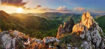 在日落的岩石moutain -斯洛伐克 免版税库存图片