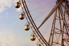 在日落的巨型弗累斯大转轮 免版税库存照片