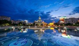 在日落的布加勒斯特Unirii喷泉 库存图片