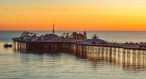 在日落的布赖顿码头,在英国南部 免版税库存照片